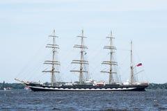 Trzebiez,波兰- 2017年8月08日-帆船Dar Mlodziezy航行到充分的海在高船种族以后决赛2017年在Stet 库存图片