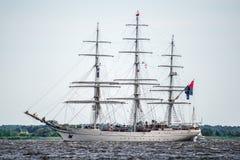 Trzebiez, Πολωνία - 8 Αυγούστου 2017 - πλέοντας σκάφος Shabab Ομάν ΙΙ πανιά στην πλήρη θάλασσα μετά από τελικό των ψηλών φυλών 20 Στοκ εικόνα με δικαίωμα ελεύθερης χρήσης