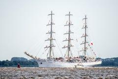 Trzebiez Polen - Augusti 08, 2017 - seglingskeppet Santa Maria Manuela seglar fullständigt havet, efter finalen av högväxta skepp Arkivbild