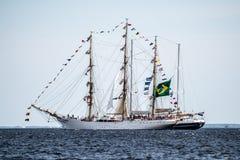 Trzebiez Polen - Augusti 08, 2017 - seglingskeppet Santa Maria Manuela seglar fullständigt havet, efter finalen av högväxta skepp Arkivfoton