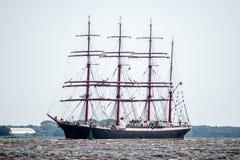 Trzebiez, Polonia - 8 de agosto de 2017 - velero Sedov navega al mar lleno después del final de las razas altas 2017 de las naves Imagen de archivo libre de regalías