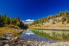Trzeci jezioro, dolina 5 jezior, Jaspisowy park narodowy, Alberta Zdjęcie Royalty Free