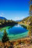 Trzeci jezioro, dolina 5 jezior, Jaspisowy park narodowy, Alberta Obraz Stock
