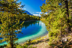 Trzeci jezioro, dolina 5 jezior, Jaspisowy park narodowy, Alberta Zdjęcie Stock