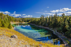 Trzeci jezioro, dolina 5 jezior, Jaspisowy park narodowy, Alberta Obrazy Stock