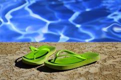 Trzepnięcie klap sandały Pływackim basenem Obraz Royalty Free