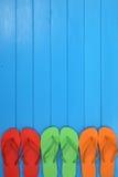 Trzepnięcie klap sandały w lecie na wakacje, wakacje z copyspac Fotografia Royalty Free
