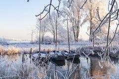 Trzy żeglowanie łodzi w zima krajobrazie obrazy stock