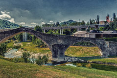trzy archs humpback średniowieczny most w Włochy obraz stock
