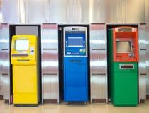 Trzy automatycznego narratora różna maszyna przeciw aluminium ścianie Fotografia Stock