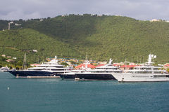 Trzy Błękitnego jachtu i Jeden biel Obraz Stock