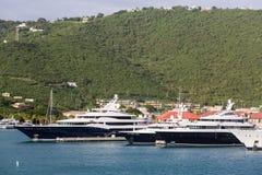 Trzy Błękitnego jachtu w St Thomas zatoce Zdjęcia Royalty Free