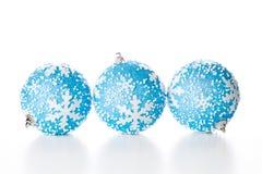Trzy błękitnej boże narodzenie piłki Zdjęcie Royalty Free