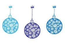 Trzy błękitnej Bożenarodzeniowej piłki wiesza na faborku Zdjęcia Royalty Free