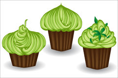 Trzy babeczki z zieloną śmietanką, jagodami i proszkiem, Cukierki, deser, Obrazy Stock