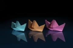 Trzy barwiącej papierowej łodzi Obraz Stock