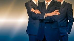 Trzy biznesmena w kostiumach Biznesowy pojęcie lider MĘŻCZYZNA władza obrazy stock