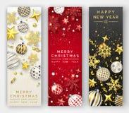Trzy Bożenarodzeniowego pionowo sztandaru z olśniewającymi płatkami śniegu, faborkami, gwiazdami i kolorowymi piłkami, nowy rok k ilustracja wektor