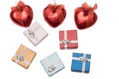 Trzy bożych narodzeń serce i mali pudełka dla boże narodzenie prezenta na bielu Obraz Stock