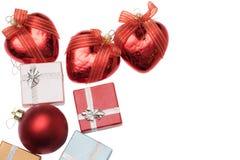 Trzy bożych narodzeń serce i mali pudełka dla boże narodzenie prezenta na bielu Obrazy Stock