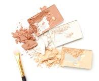 Trzy cienia koloru makijażu proszek na białym tle Obraz Stock