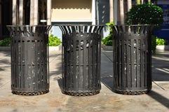 Trzy czerń koszy żelazna ulica publicznie Fotografia Royalty Free