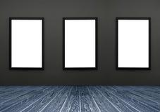 Trzy czerni ramowy obwieszenie na popielatej ścianie, biel odizolowywa, zawrzeć ścinek ścieżkę w ramie, perspektywiczny zmrok - b Zdjęcia Royalty Free