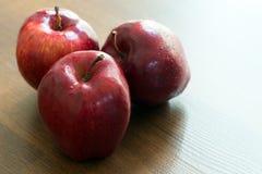 trzy czerwone jabłko Zdjęcie Royalty Free