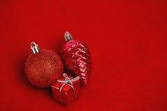 Trzy czerwonego boże narodzenie dekoraci ornamentu Obraz Stock