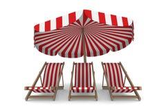 Trzy deckchair i parasol na białym tle Obrazy Royalty Free