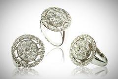 Trzy diamentowego pierścionku odizolowywającego na bielu Obraz Royalty Free