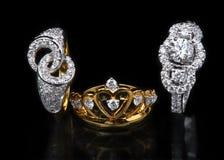Trzy diamon pierścionku na czarnym tle Zdjęcie Stock