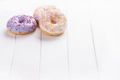 Trzy donuts na bielu Zdjęcia Stock