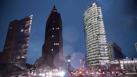Trzy drapacza chmur na Potsdamer Platz w Berlin przy nocą zdjęcie wideo