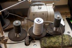 Trzy dużej czarny i biały bobiny z wielkim kotelni nici moun obrazy stock