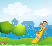 Trzy dzieciaka bawić się przy boiskiem Obrazy Royalty Free
