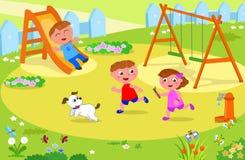 Trzy dzieciaka bawić się przy boiskiem Obraz Royalty Free