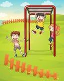Trzy dzieciaka bawić się w parku Zdjęcie Royalty Free