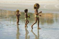 Trzy dziecka chodzi na plaży Obraz Stock