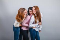 Trzy dziewczyn dziewczyn Europejski pojawienie wewnątrz Obrazy Royalty Free