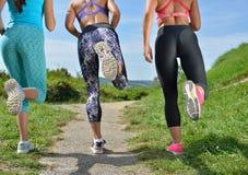 Trzy Żeńskiego Joggers biega wpólnie outdoors zdjęcie stock