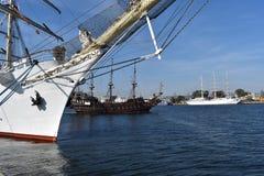 Trzy żeglowanie statku w porcie Gdynia fotografia royalty free