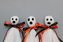 Trzy Halloween ducha na szarym tle Obraz Royalty Free
