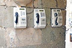 Trzy jawnego telefonu outside na ścianie w Meksyk, Meksyk zdjęcie royalty free