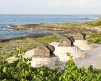 Trzy kanon rzeźby na brzeg Fatima Trzymać na dystans zdjęcie stock