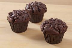 Trzy kawałka czekoladowy słodka bułeczka obrazy royalty free