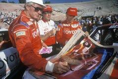 Trzy kierowcy podpisują plakaty przy drogi ciężarówki bieżnym wydarzeniem przy rose bowl w Pasadena, Kalifornia, ca 1993 Obrazy Royalty Free