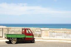 Trzy kołodziejów pojazdu tła morza niebieskie niebo Fotografia Royalty Free