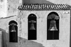 Trzy kościelnego dzwonu w dzwonkowy wierza Obraz Royalty Free