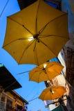 Trzy kolorów żółtych parasol przy Starą ulicą Obraz Royalty Free